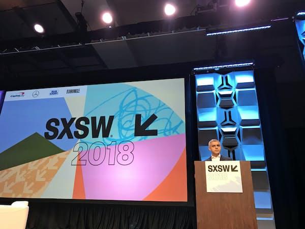 テクノロジーの祭典SXSWで講演する英ロンドン市のカーン市長(12日、テキサス州オースティンで)