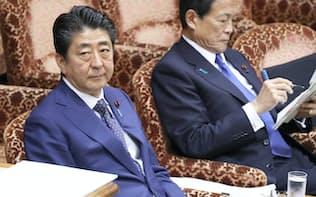 参院予算委に臨む安倍首相と麻生財務相(14日午前)