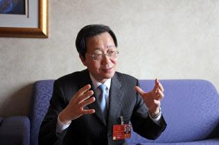 中国遠洋海運集団、許立栄董事長