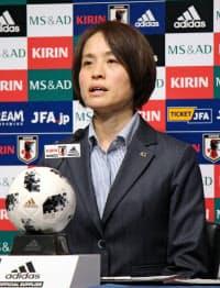 アジア・カップに向けて意気込みを語る「なでしこジャパン」の高倉監督(19日、東京都文京区)=共同