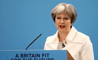 メイ英首相はEU離脱をめぐり国内に火種を抱える=ロイター