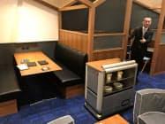 自動搬送機は厨房から距離がある客席まで料理などを運ぶ