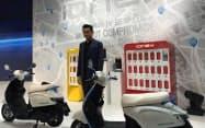 アレン・コウ会長は3年で10モデルの電動二輪車を投入すると発表した(東京・品川)