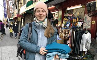 フランスから日暮里繊維街に訪れた観光客
