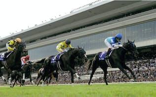 ドバイ・ターフには昨年の覇者ヴィブロス(右)など5頭の日本馬が参戦する(写真は2016年の秋華賞)=JRA提供