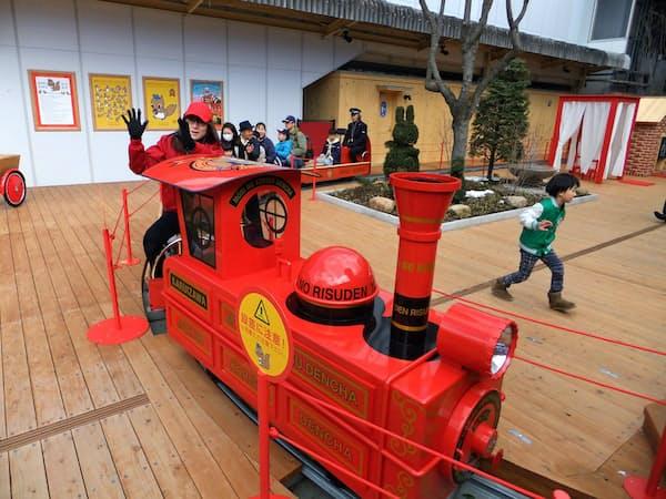 森の小リスキッズステーションではミニトレインなどを楽しめる(軽井沢駅)