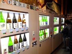 川越市の施設では自動販売機で埼玉の地酒が飲み比べできる(埼玉県川越市の「小江戸蔵里」)