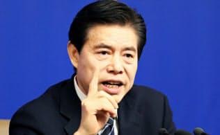 中国はあくまで米国との協議を優先する(3月、記者会見する鍾山商務相)=三村幸作撮影