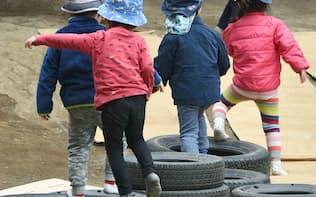 都内の保育所で遊ぶ子どもたち