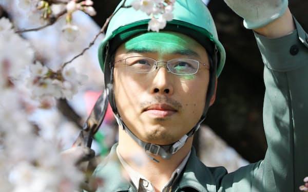 鶴舞公園を管理する桜木勝規さん(38)