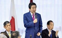 自民党の全国幹事長会議であいさつする安倍首相(24日午後、東京・永田町の党本部)=共同