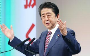 自民党大会であいさつする安倍首相(25日、東京都港区)