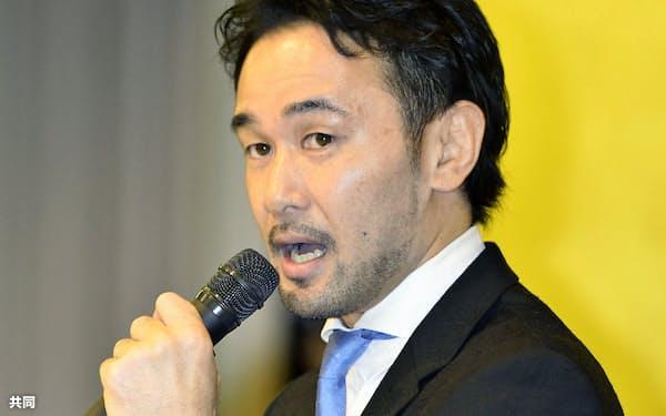 引退記者会見をする元WBCバンタム級王者の山中慎介氏(26日午後、東京都内のホテル)=共同