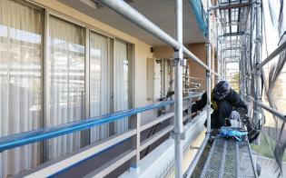 マンションは12~15年ごとの大規模修繕が必要(横浜市の工事現場)