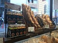パン専用に開発したトマト飲料をパン店で販売する(東京・港のポンパドウル麻布十番店)