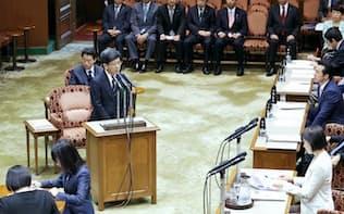 参院予算委の証人喚問で証言する佐川氏(27日午前)