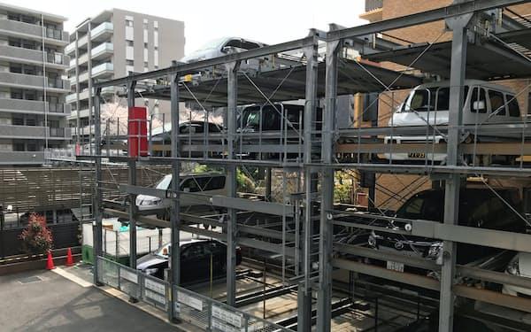 マンション住民の自動車離れで駐車場の空きが増えている(東京都東大和市)