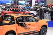 数多くの自動車が展示されたバンコク国際モーターショーの会場(27日の報道陣向け公開日、バンコク近郊)