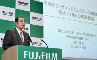 記者会見する富士フイルムホールディングスの古森重隆会長兼CEO(29日午後、東京都港区)