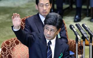 佐川氏の証人喚問から1週間を経ても財務省職員の表情は険しい(3月27日の参院予算委での証人喚問)