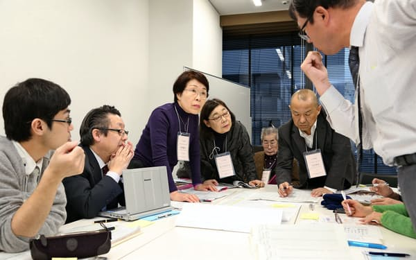 がん政策サミットでは参加者が「ロジックモデル」を使って死亡率減少などの目標達成に向けた計画を考える(2016年11月、東京・台東)