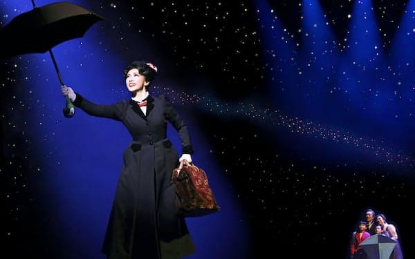 メリー・ポピンズはコーモリ傘で空を飛ぶ(主演・濱田めぐみ)