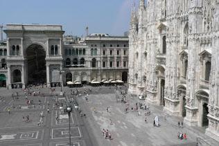 ミラノは19世紀からイタリアの工業化をけん引してきた(写真は20世紀美術館から見た大聖堂広場)