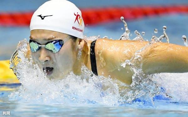 女子100メートルバタフライ準決勝 56秒58の日本新をマークし決勝進出を決めた池江璃花子(3日、東京辰巳国際水泳場)=共同