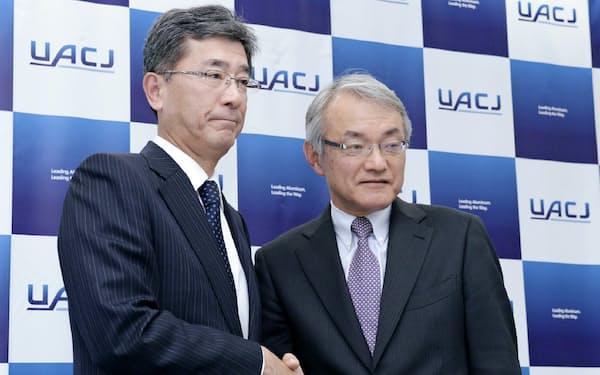 UACJは次期社長の石原美幸取締役常務執行役員(右)に権限を集中させ、岡田満社長(左)らは退任する