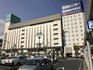 福山と~ぶホテル(右)との一体開発が決まった6年以上閉鎖が続く旧キャスパ(JR福山駅前)