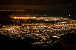 日本屈指の夜景として知られる六甲山からの眺め(神戸市)