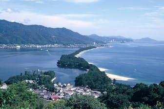 歌に詠まれた京都府の天橋立は昔も今も景勝地として知られる(天橋立観光協会提供)