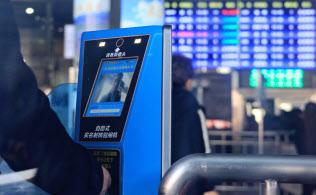 北京西駅では改札口通過に顔認証システムが導入された