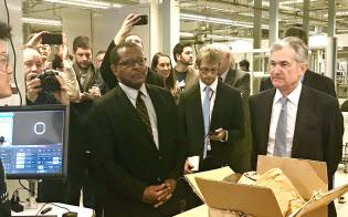 パウエルFRB議長(右端)も米国の雇用統計の行方には気をもむ