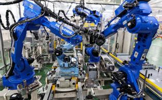 開発拠点ではロボット製品の量産ラインも試作する(北九州市の本社ロボット工場)