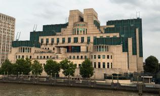 ロンドンは各国の情報機関が暗躍する場所でもある。(写真は英国の秘密情報部=通称MI6の本部ビル)