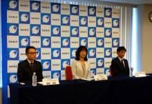 異例となったNTTドコモ、KDDI(au)、ソフトバンクの担当者が並んでの新サービス発表(10日、東京・港)