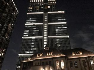 首相は10日、東京・紀尾井町のホテル「ザ・プリンスギャラリー東京紀尾井町」で参院自民党の無派閥議員らと会食した。
