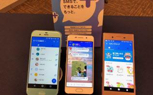 大手携帯電話事業者(キャリア)3社が協同で開始する「+メッセージ」。キャリアの枠を超えてメッセージを送れる。スタンプや写真、地図などを使ったリッチなコミュニケーションが可能だ