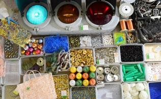 「ゴミは宝の山」。選別され、商品として売り出される素材や部品(前橋市のナカダイ)=伊藤航撮影