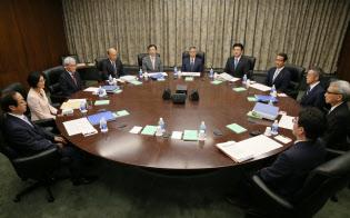 政策委員の人選には政府の意向が強く働く(2017年9月、日銀本店の金融政策決定会合)