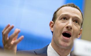 4月11日、米下院公聴会に臨んだフェイスブックのザッカーバーグCEO=AP