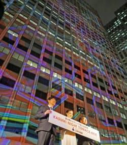 11日夜には50周年を記念したライトアップの点灯式を開いた