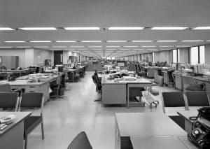 時代にあわせてビル内の設備は進化していった=三井不動産提供