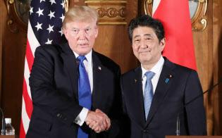 トランプ米大統領(左)と安倍首相