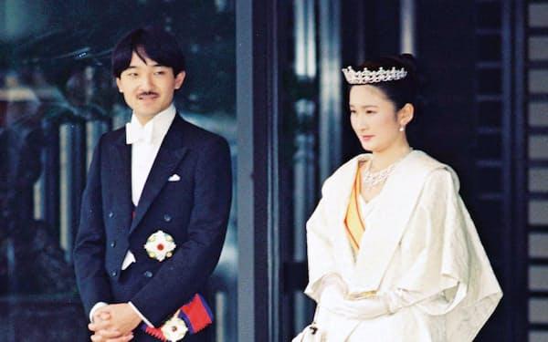 朝見の儀を終え皇居を出る秋篠宮ご夫妻(1990年6月29日)
