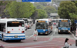 九州産交は路線バスを活用した観光地巡りを促す(熊本市中央区のバスターミナル)