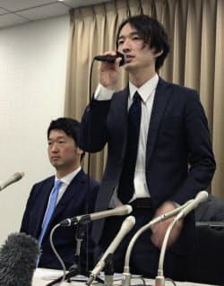 記者会見するスマートデイズの赤間社長(右)(14日午後、東京都千代田区)