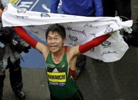 ボストンマラソン男子で優勝し、喜ぶ川内優輝(16日、米ボストン)=AP