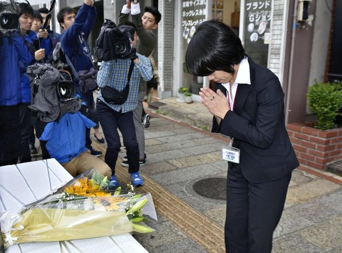 伊藤一長氏追悼で献花台 長崎市長射殺事件11年: 日本経済新聞